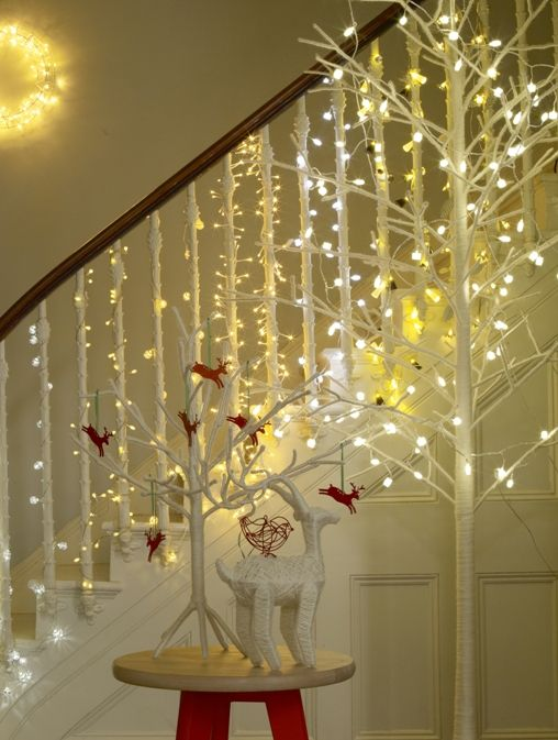 christmas-staircase-decorating-3