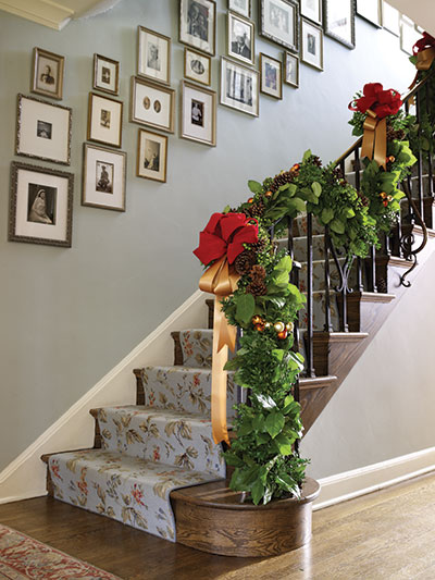 christmas-staircase-decorating-4