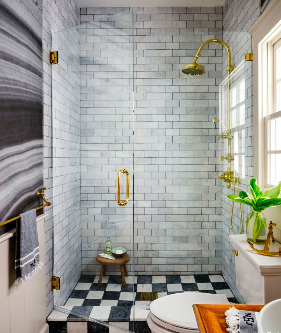 small-bathroom-with-subway-tiles