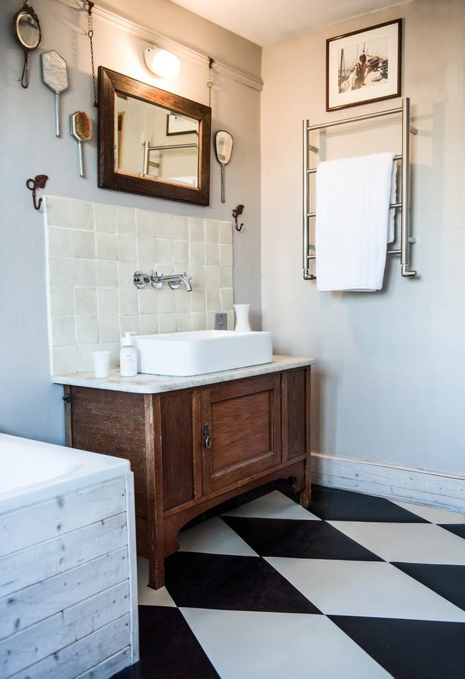 Shabby-Chic Style Kids Bathroom