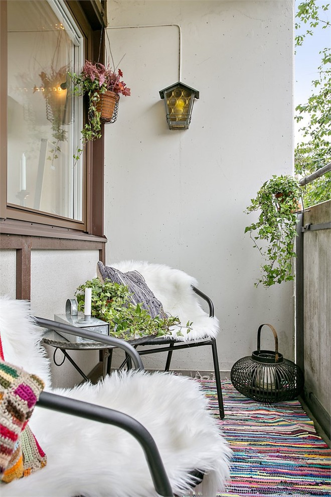 Small Farmhouse Balcony Design