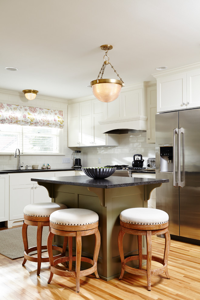 Traditional Small Kitchen Island