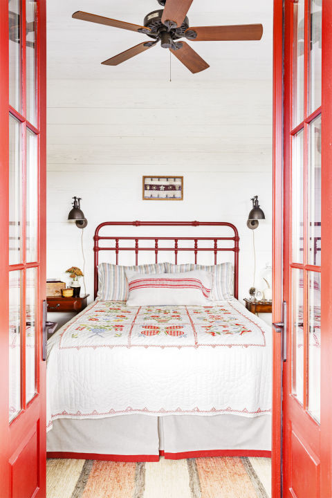 Farmhouse Style Guest Bedroom Design