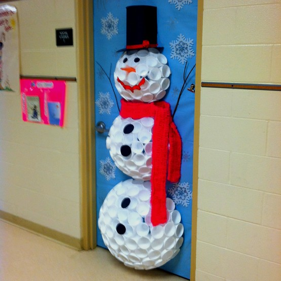 christmas-door-decorating-ideas-dwellingdecor