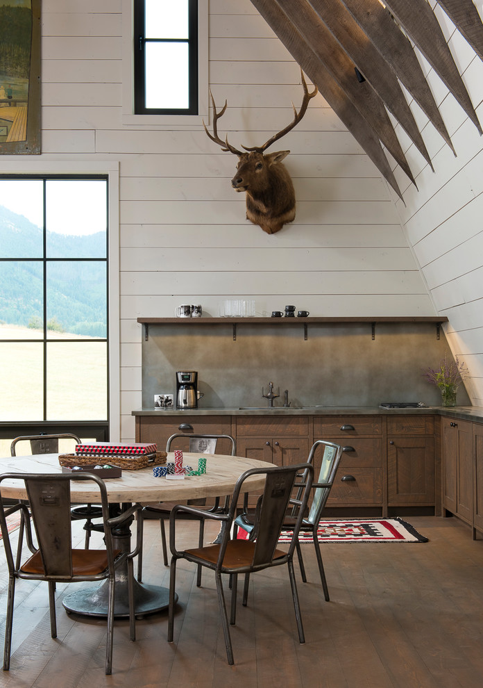 Farmhouse Single-wall Eat-in Kitchen