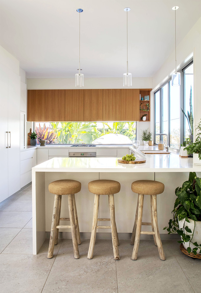 Island Style U-shaped Beige Floor Kitchen