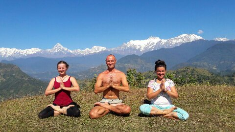 Randonnée, bien-être et haute montagne ; découvrez le Yoga-Trek au Népal !