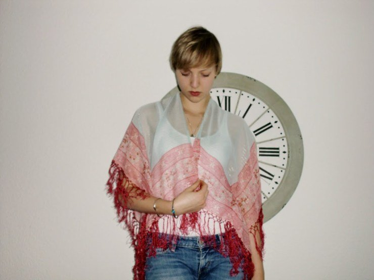 Tragebild der fertiggenähten Kimono Jacke von Letters & Beads nach kostenloser Nähanleitung.