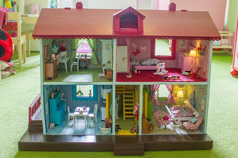 Beitragsbild für die kostenlosen Schnittmuster für ein Puppenhaus von Kreativlabor Berlin