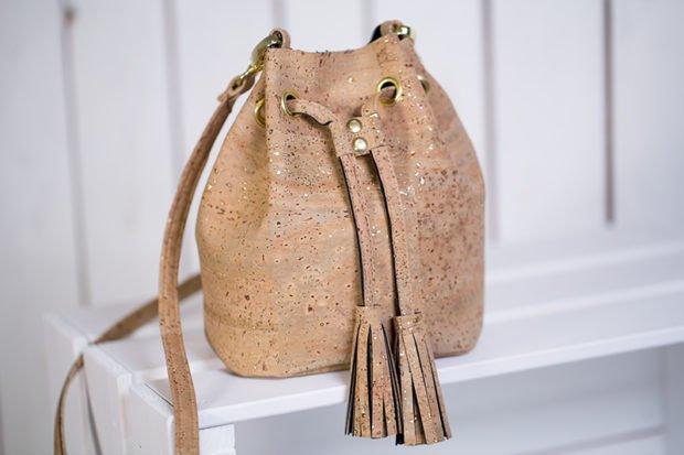 """Beitragsbild für Schnittmuster """"Kleines Bucket Bag aus Korkstoff"""" von Pattydoo"""