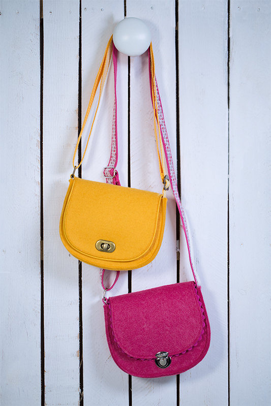 Schnittmuster Mini Schultertasche von Pattydoo mit pinken und gelben Stoff genäht.