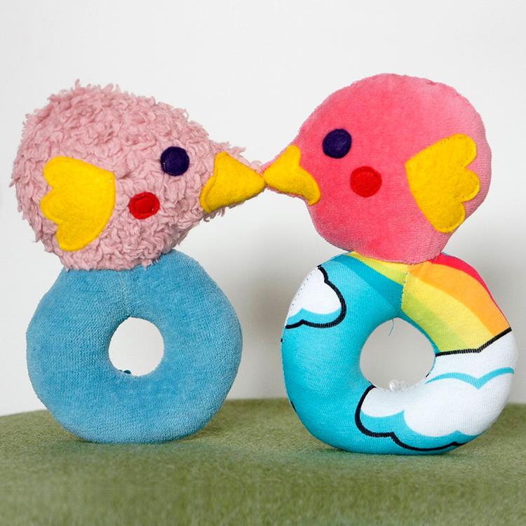 """Schnittmuster für Babyrassel """"Vogel"""" von Frau Scheiner - In blau und pink zuckersüß!"""