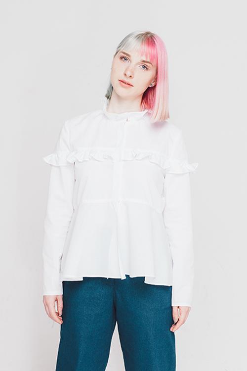 """Weiß ist die Farbe des Sommers - Das kostenlose Schnittmuster der Bluse """"Solange"""" von Initiative Handarbeit sieht fabelhaft in weiß aus."""
