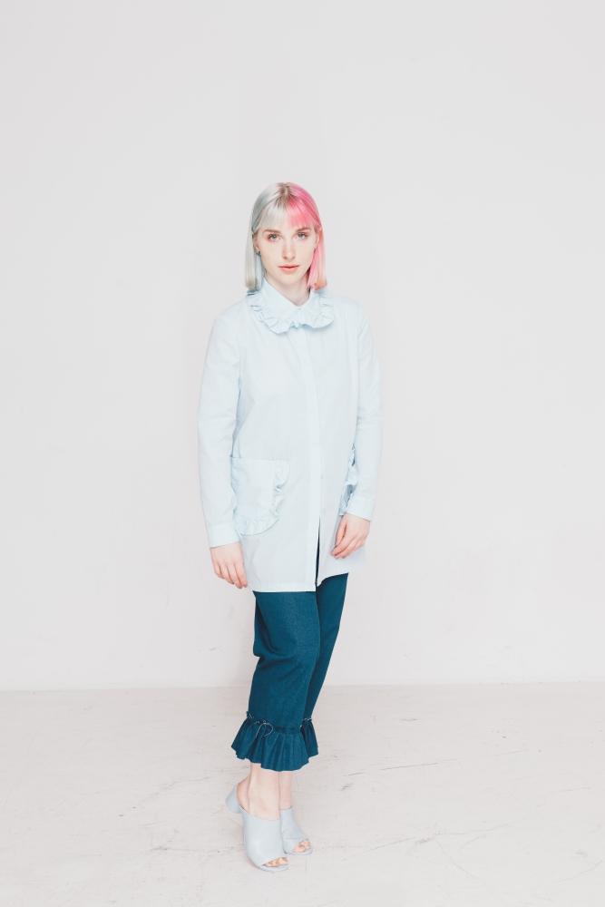 """Das Schnittmuster für die elegante Bluse """"Zuzu"""" von Initiative Handarbeit sieht in weiß genäht traumhaft aus!"""