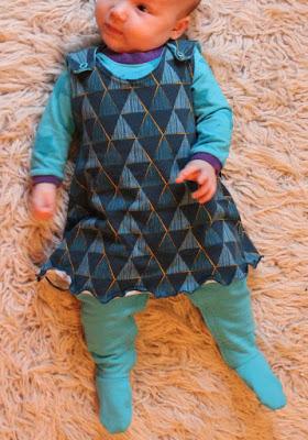 Gratis Schnittmuster Babykleid, Gr. 50-68 von Yva R.