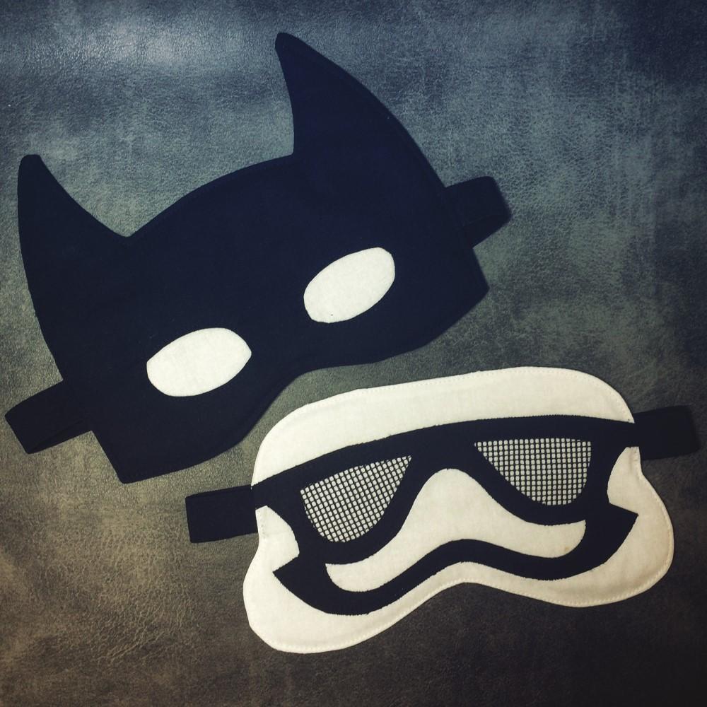 Batman Schlafmaske nach dem kostenlosen Schnittmuster von Selbernähen.net