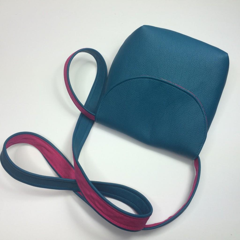 Mini Handtasche Susi in der Farbe Blau genäht - Kostenloses Schnittmuster von Selbernähen.net