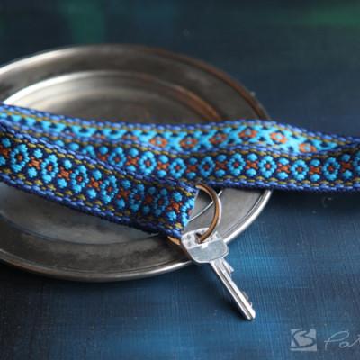 Schlüsselband nähen in blau - Ein ständiger Begleiter.