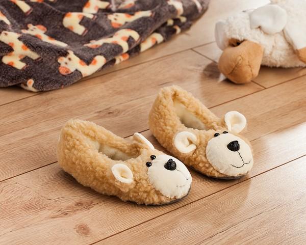 Beispielbild für das kostenloses Schnittmuster der Teddy Hausschuhe von Buttinette fertiggenäht