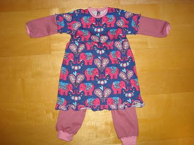Gratis Schnittmuster Kleid mit Body für Baby-Mädchen von Schnabelina