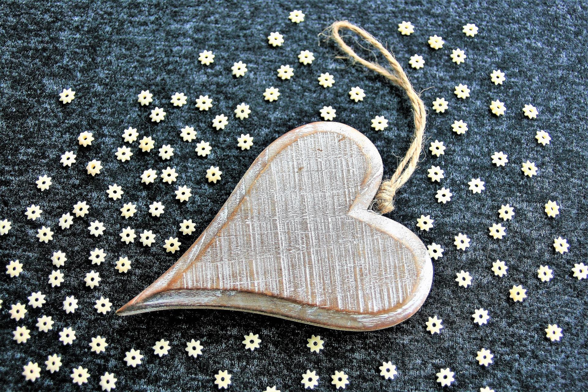 Bild Stoffmärke im Februar - Holzherz mit Blumen