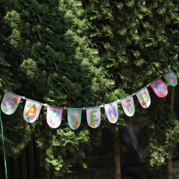 """Wimpelkette, die nach dem Schnittmuster Wimpelkette """"Gartenfest"""" von Sulky genäht wurde."""