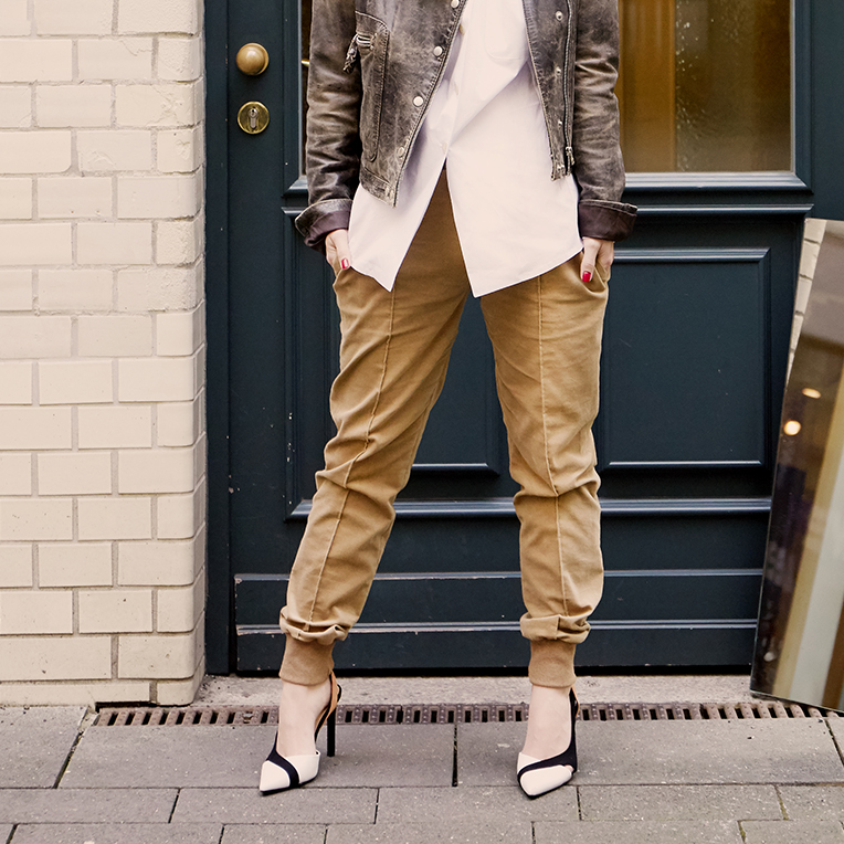 Beitragsbild für das kostenlose Schnittmuster einer weißen Oversize Bluse von sisterMAG in den Größen 36-40.