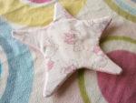 Gratis Schnittmuster mit Nähanleitung Knisterstern für Babys