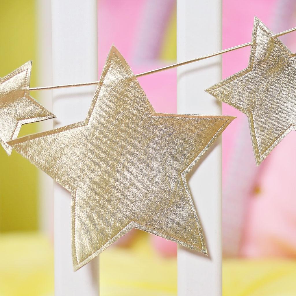 Girlande als Dekoration mit Sternen für Weihnachten nähen