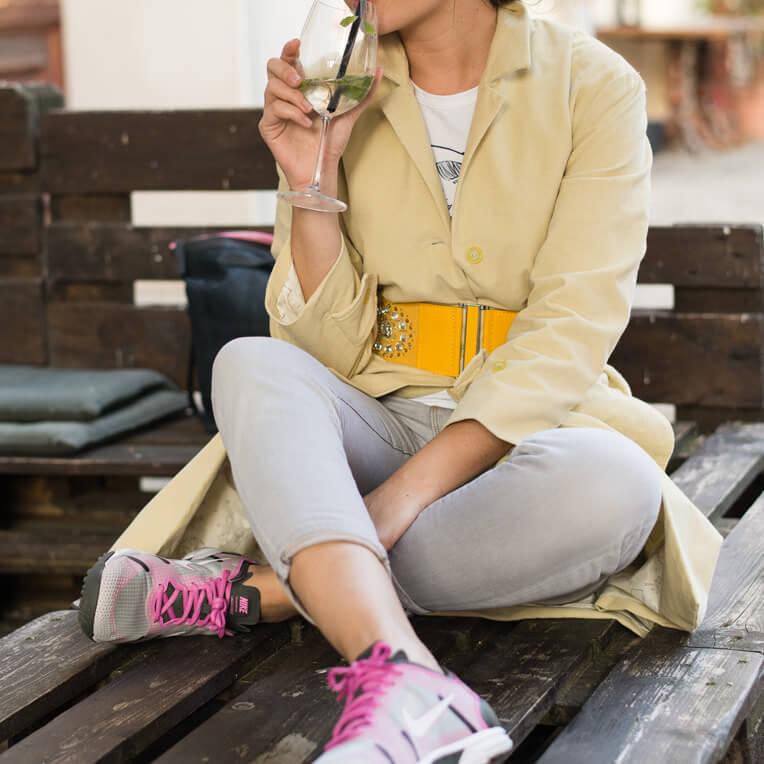 Gelben Mantel für Frauen nähen mit Schnittmuster und Nähanleitung von sisterMAG