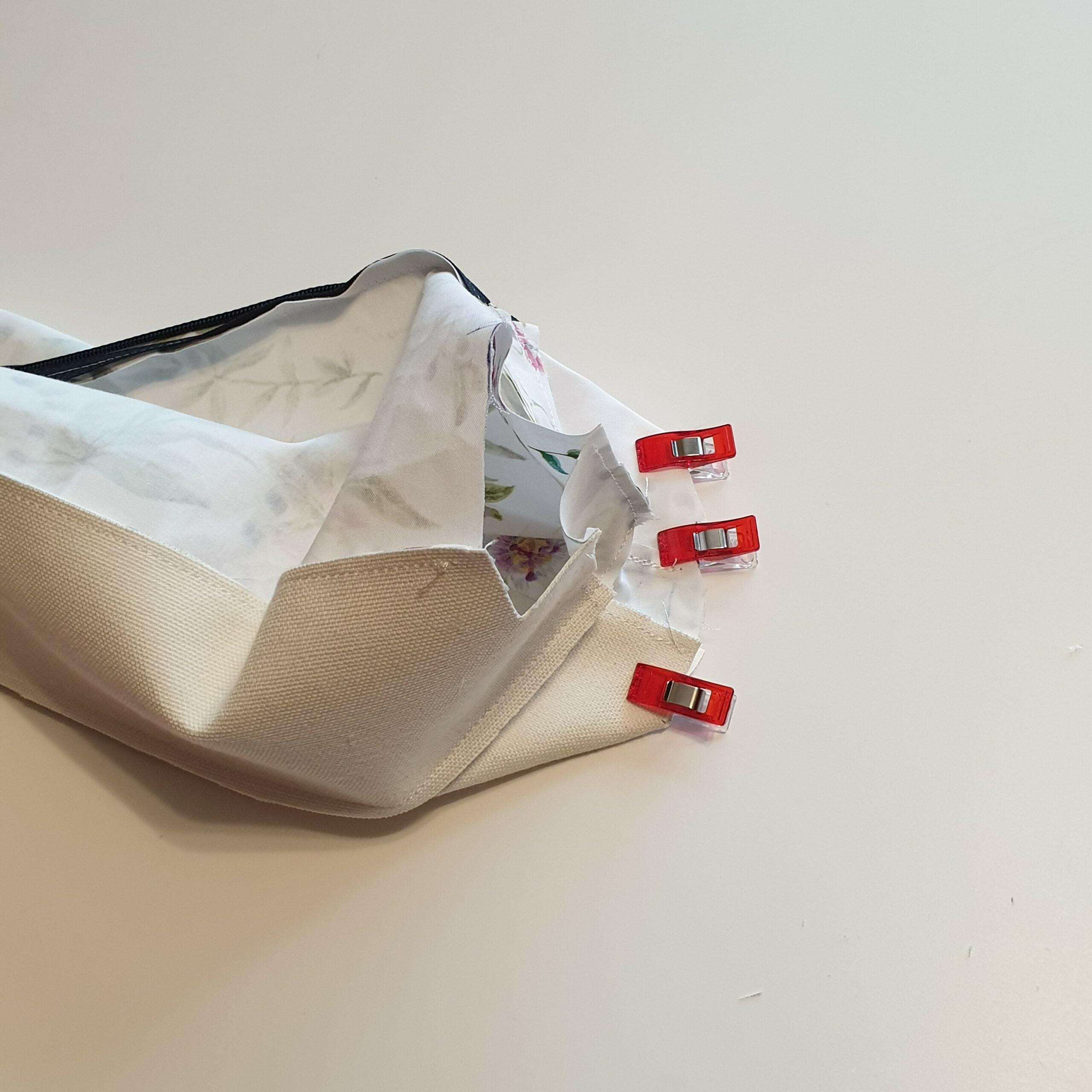 Kosmetiktasche nähen - Kurze Seiten zusammenstecken mit Wonderclips