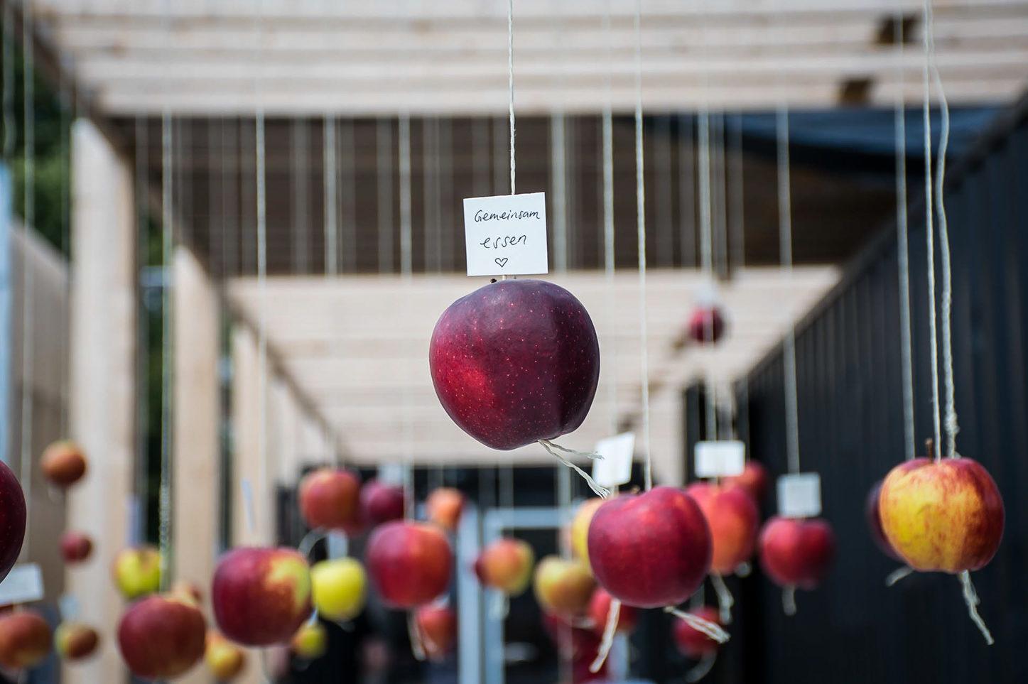 Wild and Root Eventagentur Apfel Installation Berlin