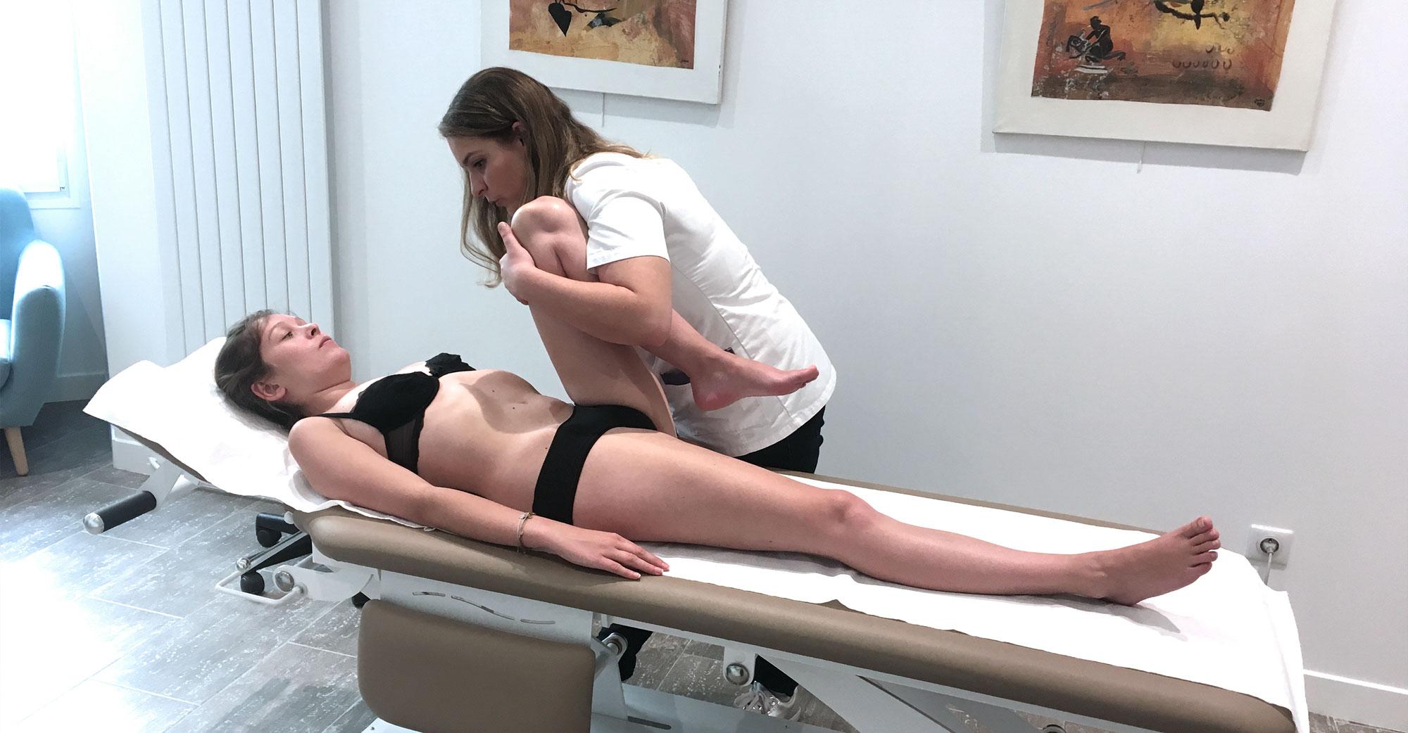Le traitement sur la table d'ostéopathie