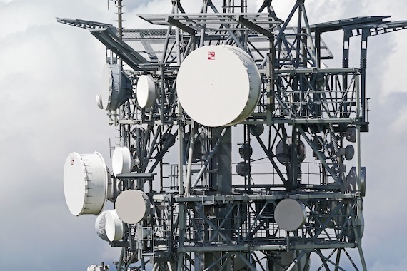 Telecommunication Tower by HP Gruesen on Pixabay
