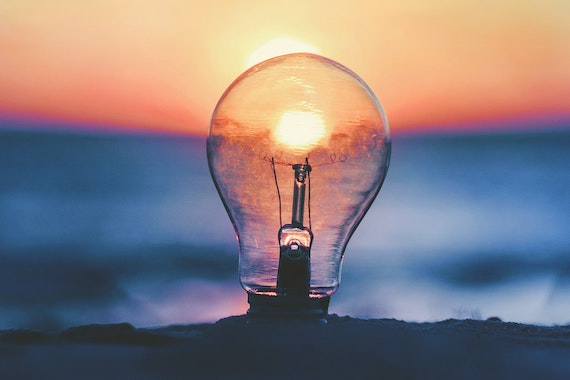 Lightbulb picture by Ameen Fahmy on Unsplash