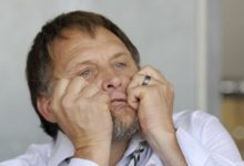 Photo of Steve Hofmeyr Survives Fatal Internal Bleeding
