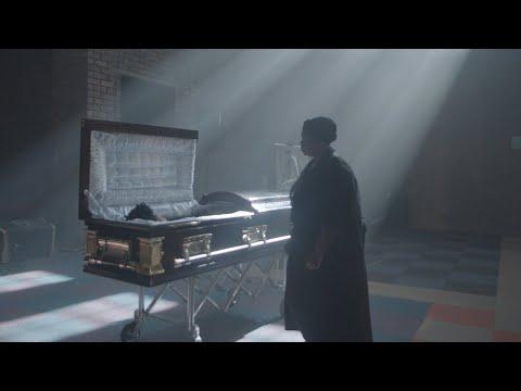 S'Villa Consoles In 'Thula' Music Video