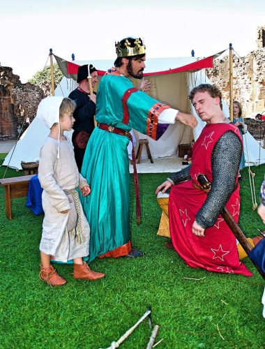 The final blow, as Sir William is knighted by King John