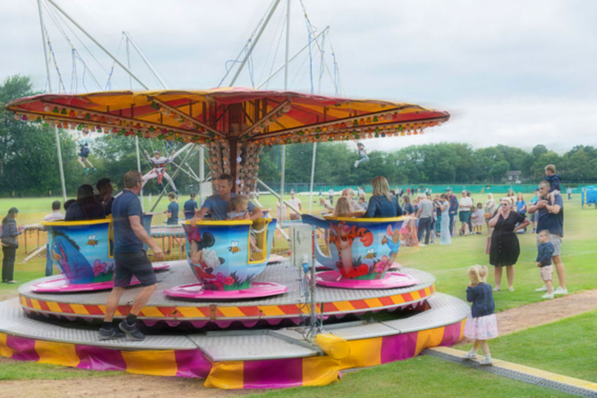 billy irvin's cups and saucers fun fair ride