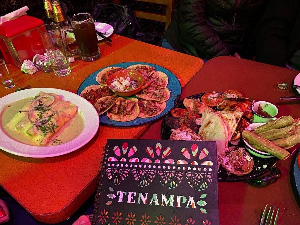 Cenando en Tenampa