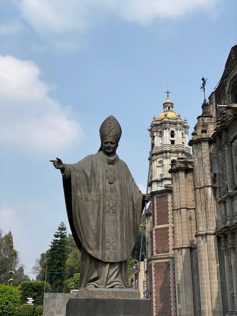 Estatua a Juan Pablo II