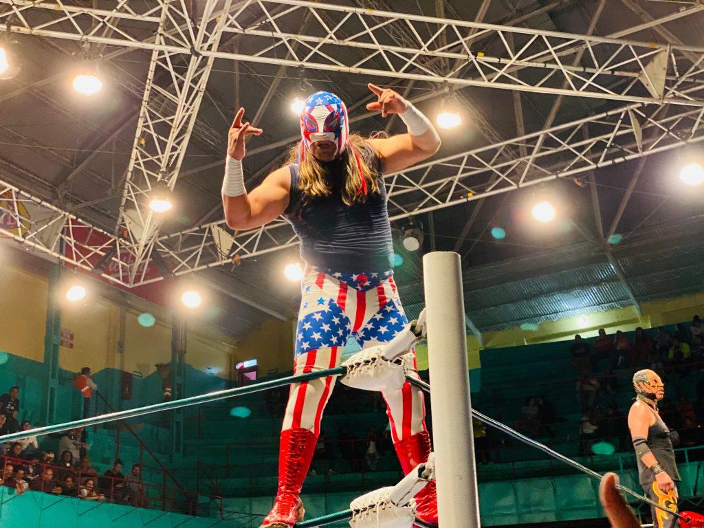 Lucha libre en Arena de Puebla