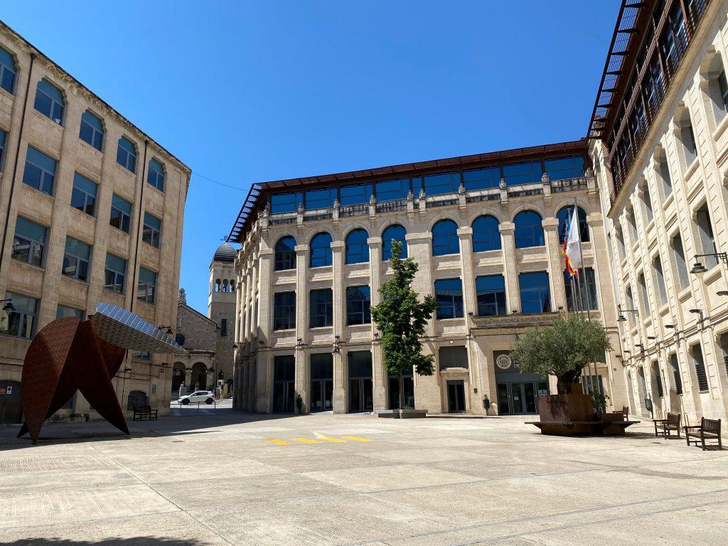 Plaza Ferrandis i Carbonell Universidad