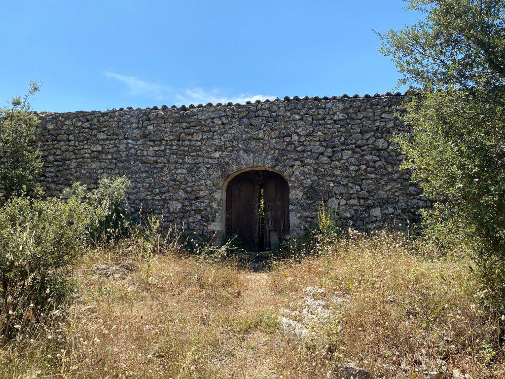 Puerta en despoblat Adzuvieta