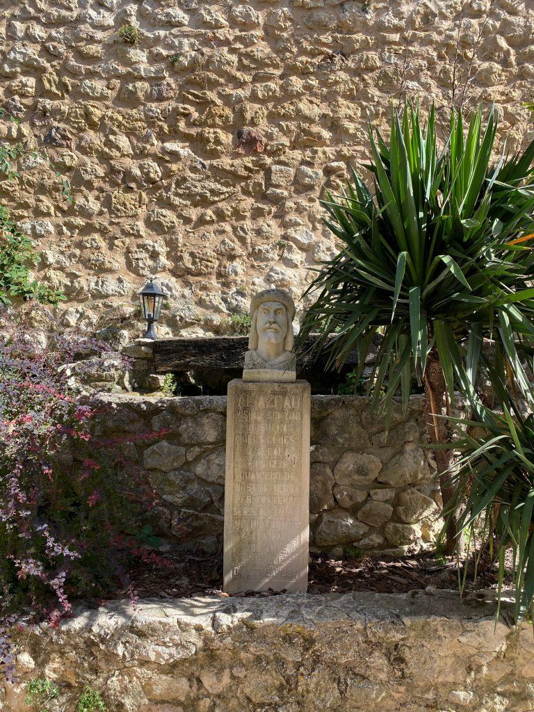 Estatua Al-Azraq