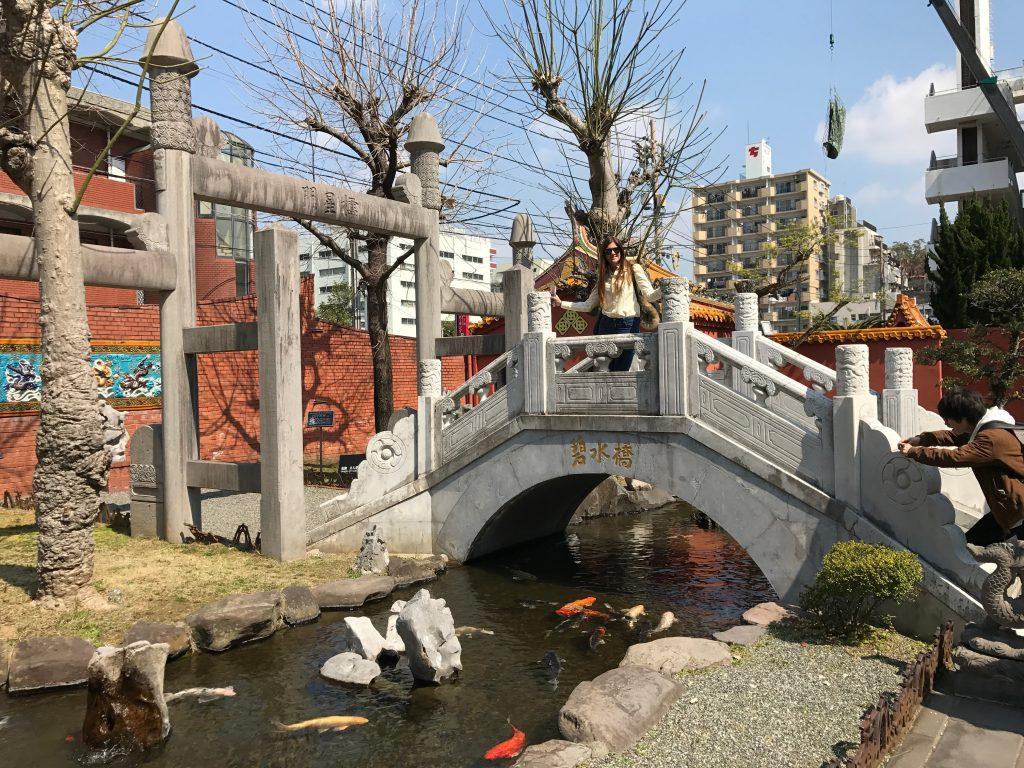 Puente, carpas y estanque Glover Garden
