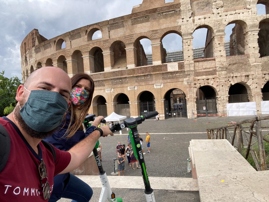 Coliseo y patinete