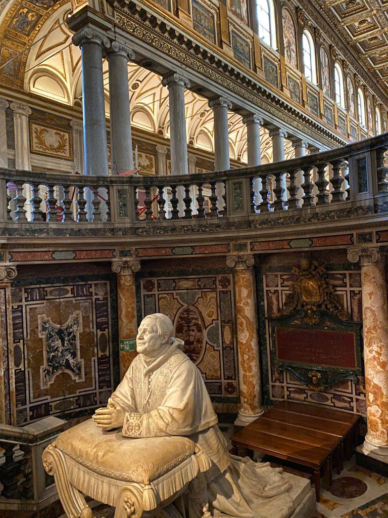 Estatua Papa Basílica Santa Maria Maggiore