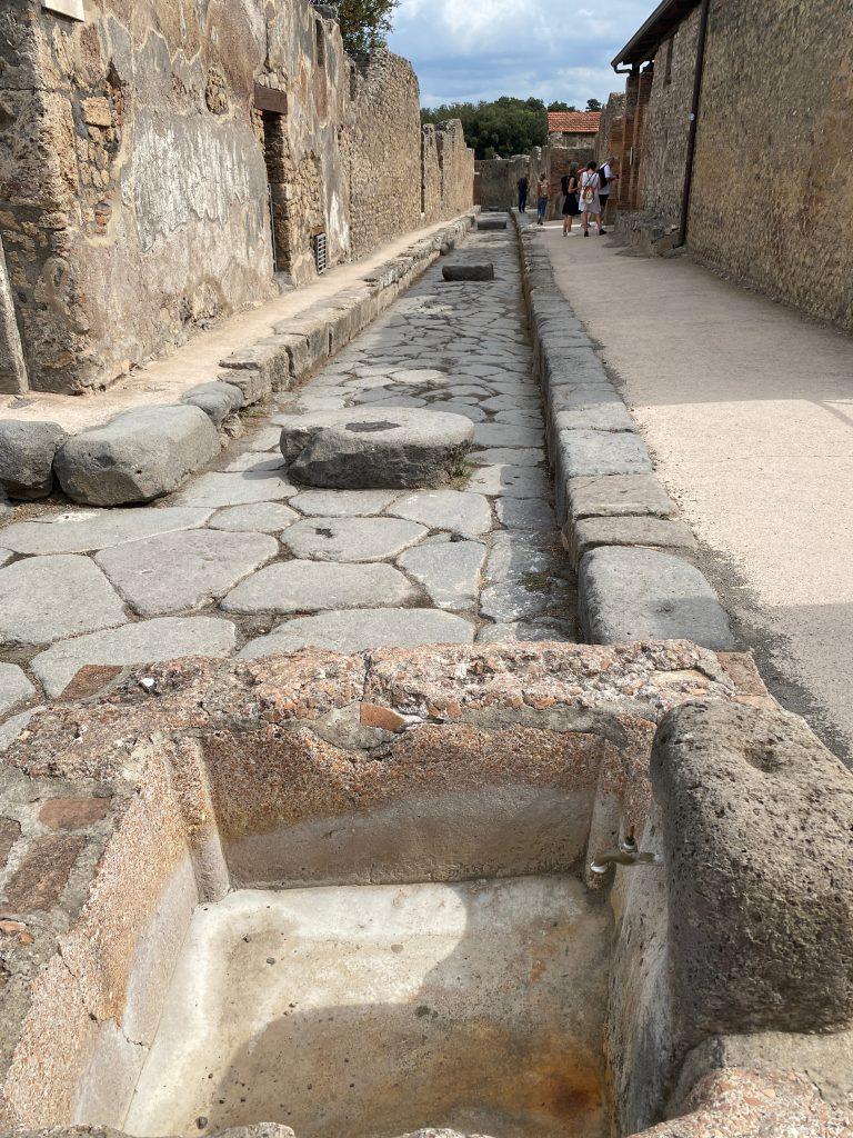 Calle y fuente de Pompeya