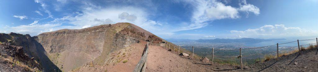 Agujero volcán y vistas desde el Vesubio